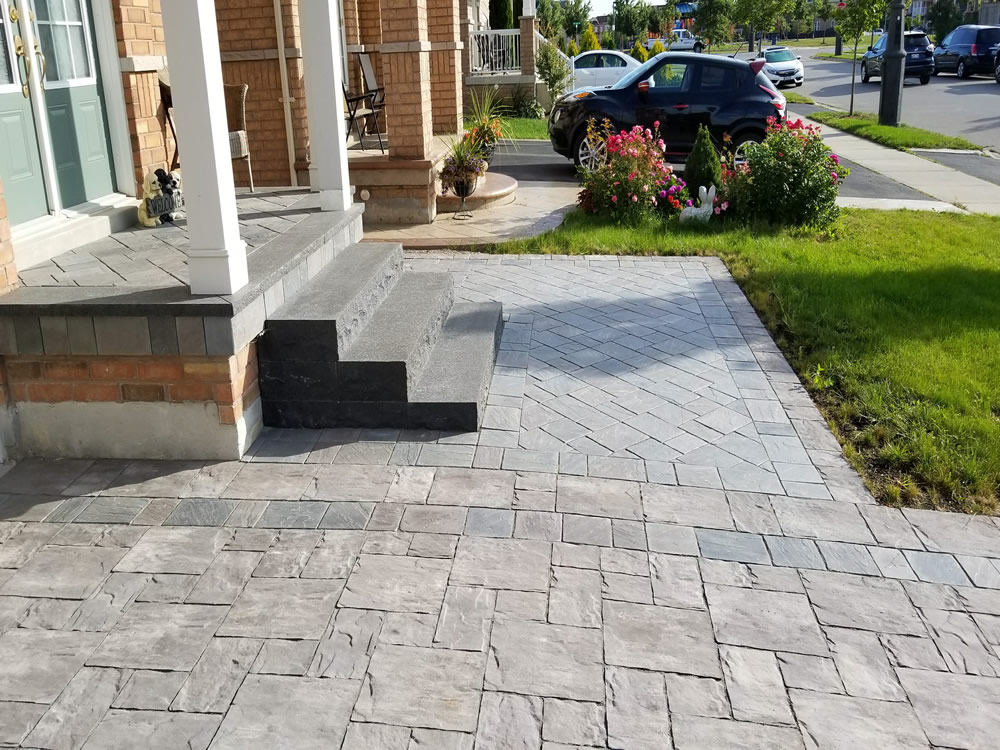 Upper Canada Court completed entrance